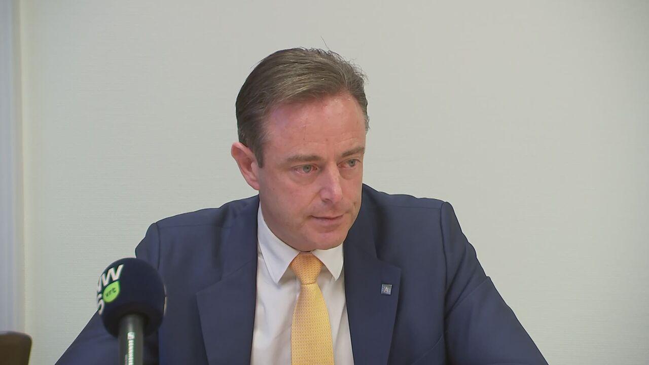 vrt.be - Vrt Nws - Emotionele De Wever belooft volledige transparantie over alle bouwdossiers