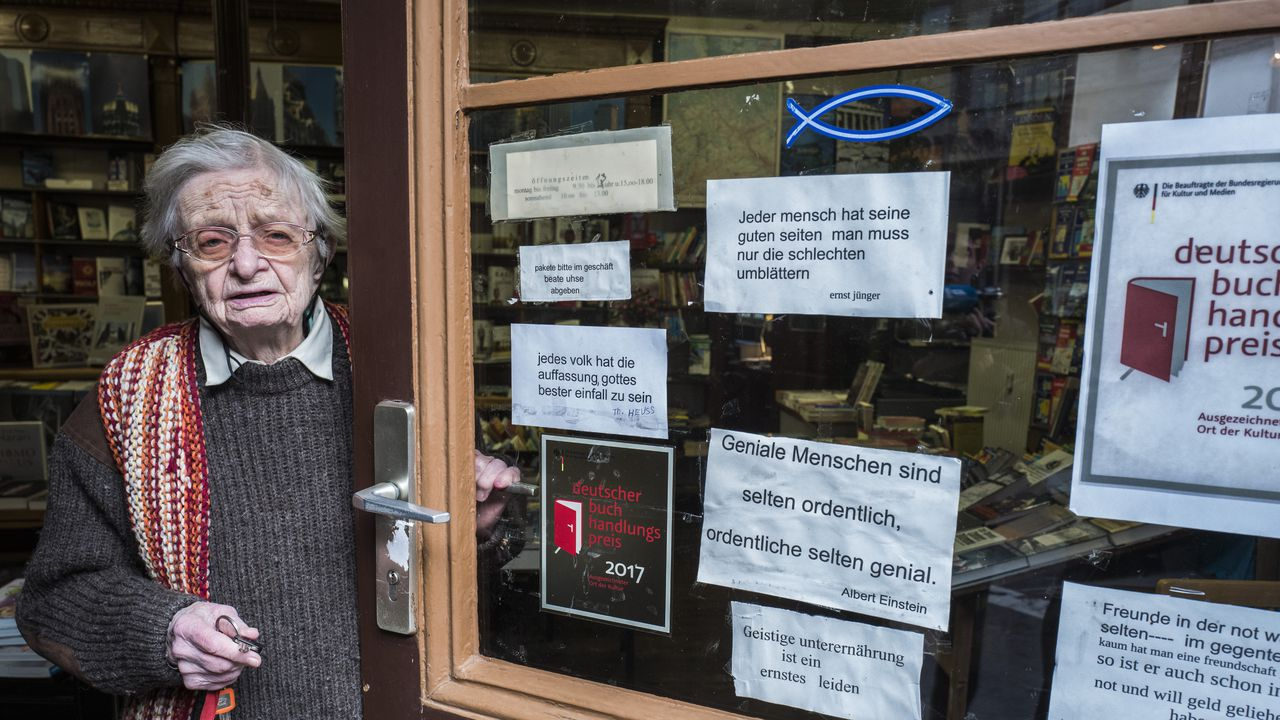 Oudste Duitse boekhandelaarster (95) denkt nog niet aan pensioen ...