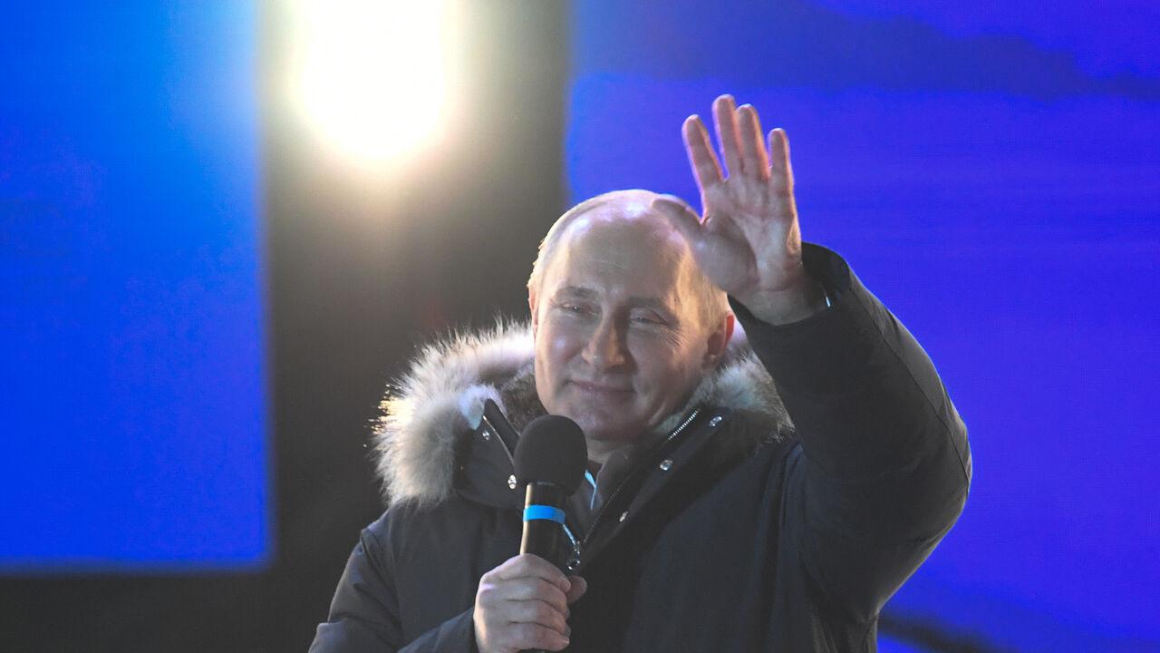 Vladimir Poetin wint overtuigend de Russische presidentsverkiezingen