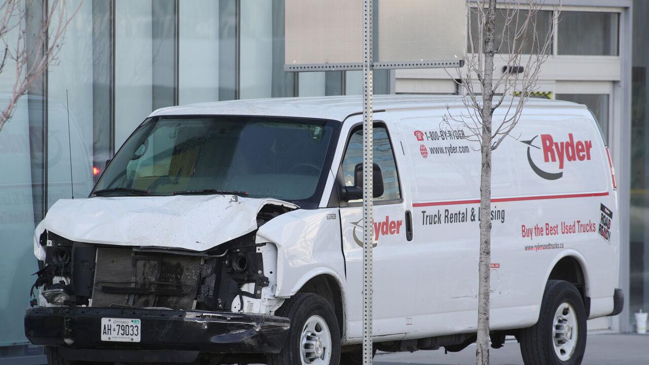 Bestelwagen rijdt voetgangers aan in Toronto: 10 doden en 15 gewonden