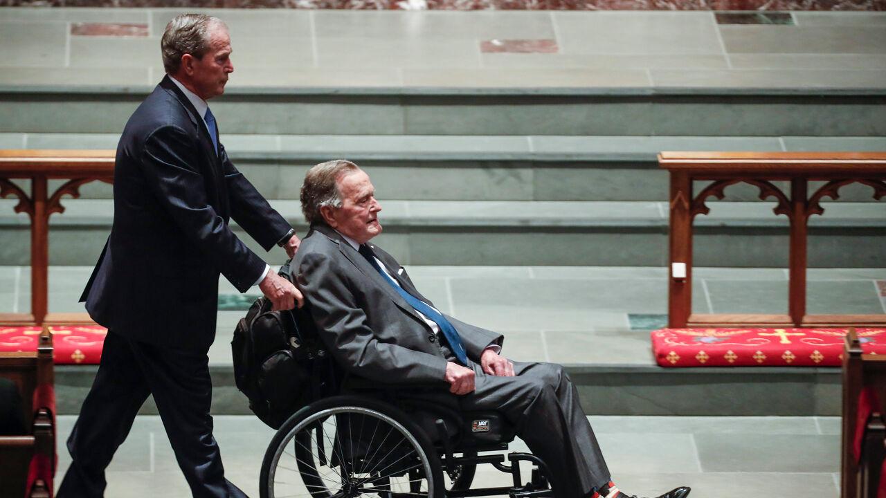 Oud-president George H.W. Bush opgenomen in ziekenhuis