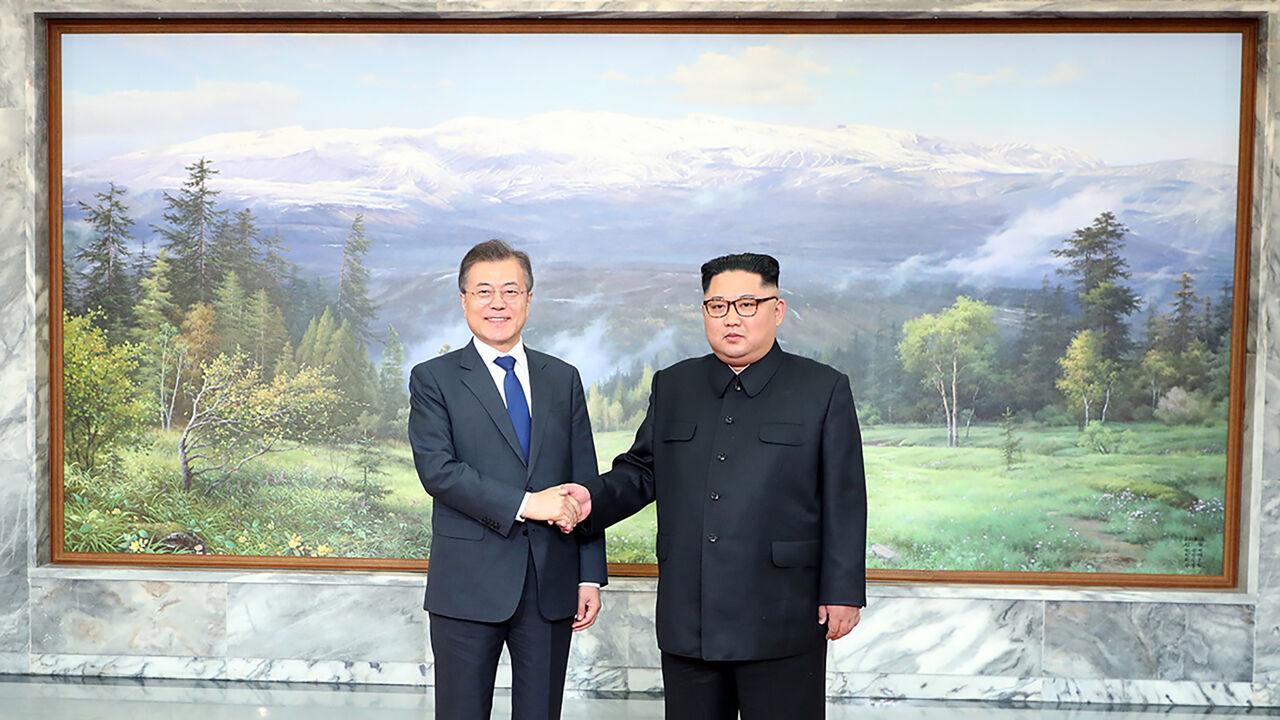 Leiders van Zuid- en Noord-Korea hebben verrassende topontmoeting op de grens