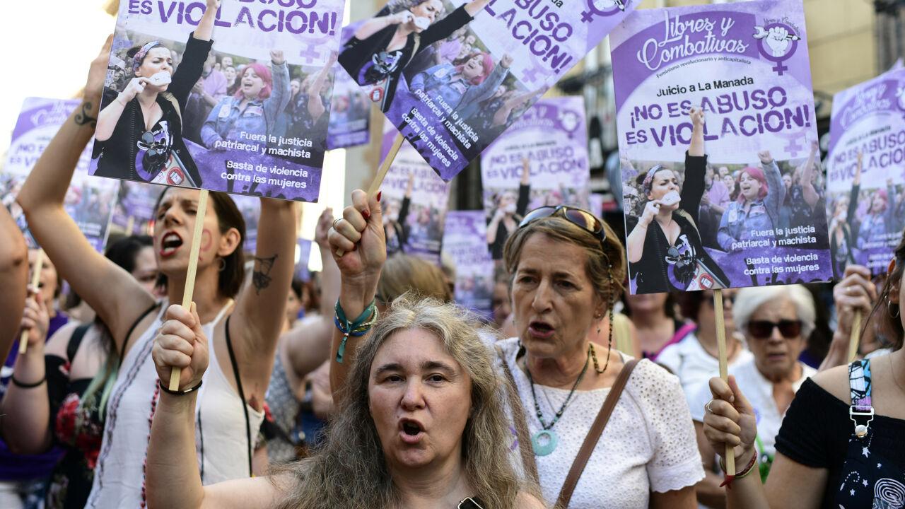 Massaal protest in Spanje na vrijlating op borgtocht van vijf verdachten van verkrachting