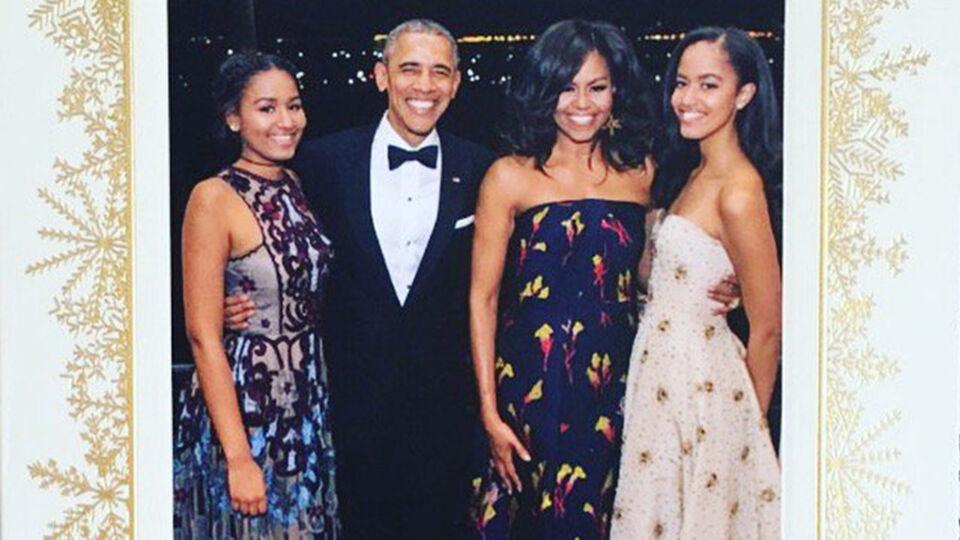 20b0e6fabb0819 Twitter rouwt om laatste kerstkaart van de Obama s