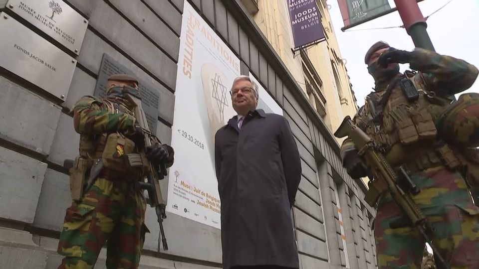 didier reynders la rencontre des militaires d ploy s dans la rue flandre info. Black Bedroom Furniture Sets. Home Design Ideas