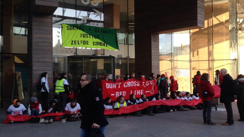 Climate and Hi-Viz protesters blockade bank and oil company