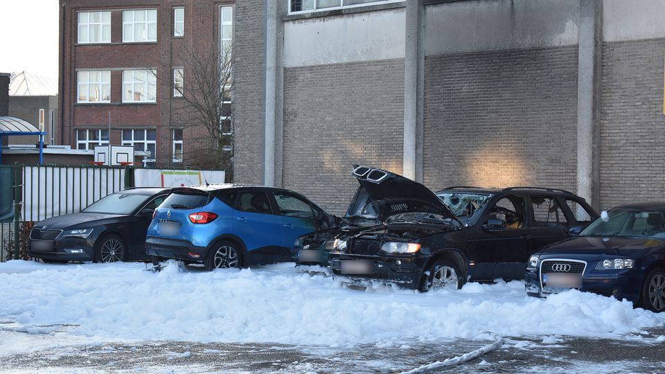 Three more cars burned out in Antwerp