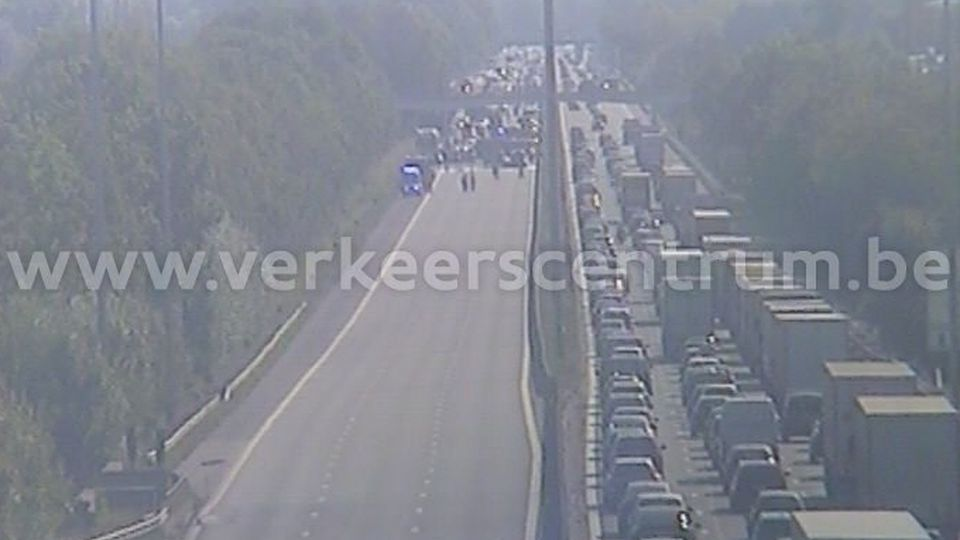 Coast-bound E40 motorway closed at Drongen