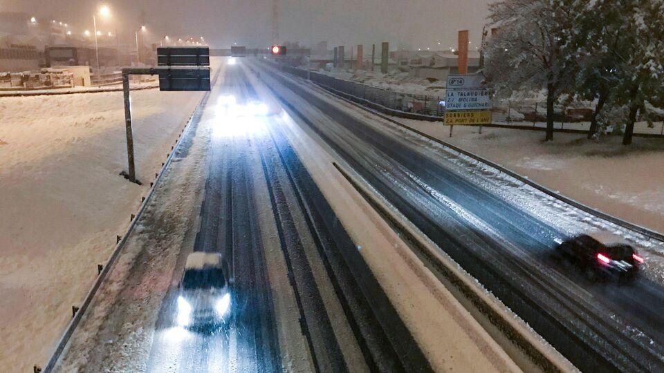 Dode en overlast door eerste zware sneeuwval in Frankrijk
